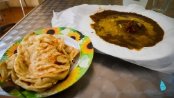 Breakfast at Sigiriya: Parotta & chicken curry