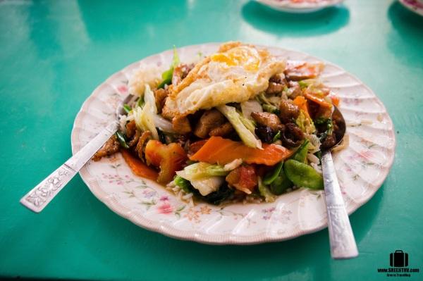 Lunch at Tamu, Myanmar (Burma) (1)