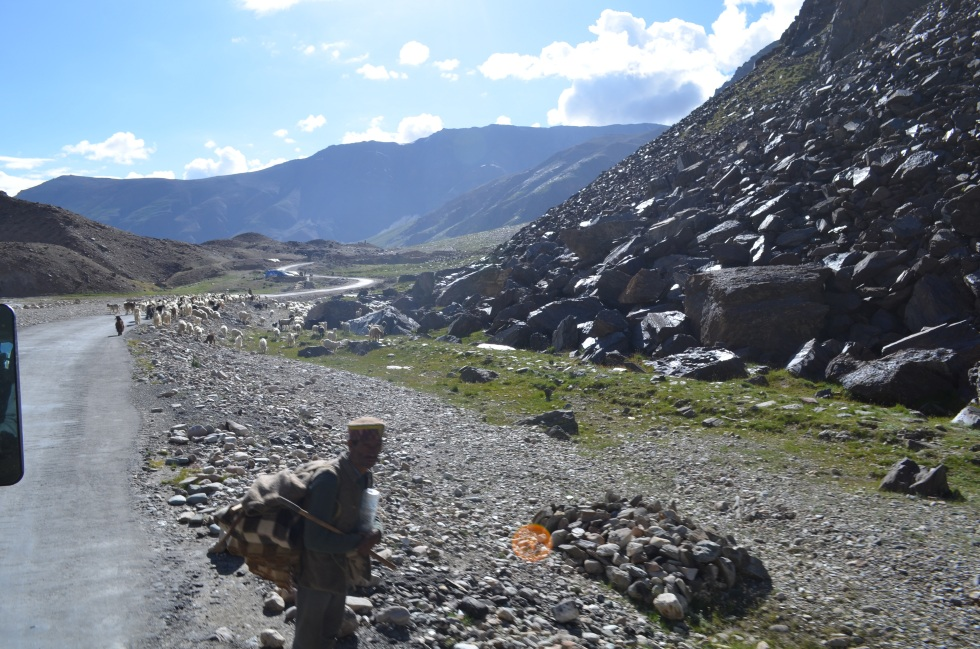 Manali-Leh highway, sree is travelling (1)