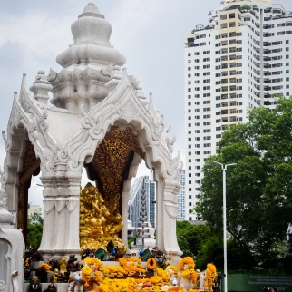 Image of praying at Erawan Shrine, Bangkok (1)