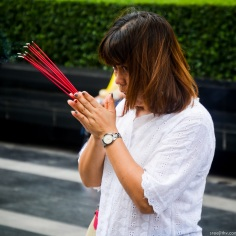 Image of praying at Erawan Shrine, Bangkok (11)