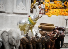 Image of praying at Erawan Shrine, Bangkok (7)