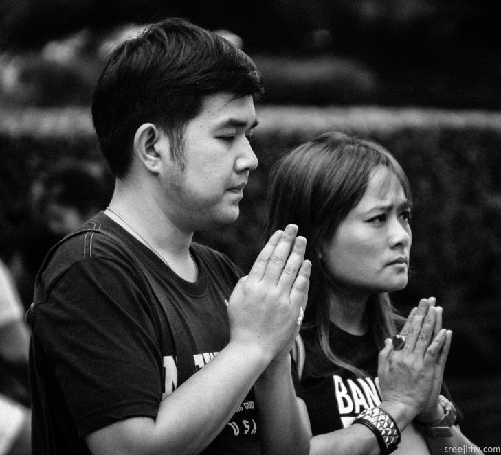 Image of praying at Erawan Shrine, Bangkok (8)