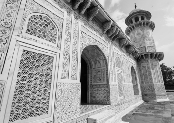 Jalis at Tomb of Itimad-ud-Daulah