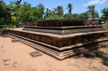 Changing Rooms, Polonnaruwa