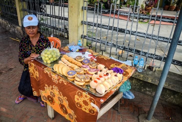 Doughtnut seller at Luang Prabang, Laos