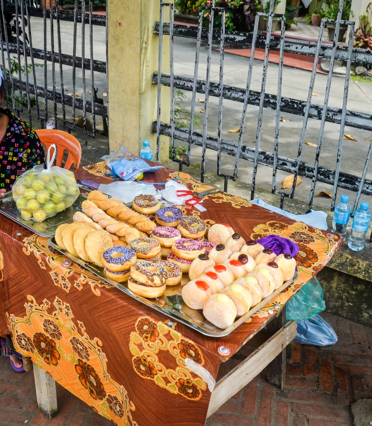 Doughtnut seller at Luang Prabang, Laos